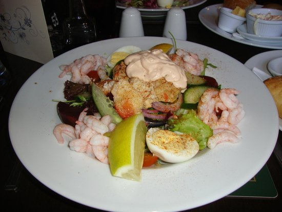 Bowes Incline Hotel: Crab & Prawn salad, with new potatoes, coleslaw & bread