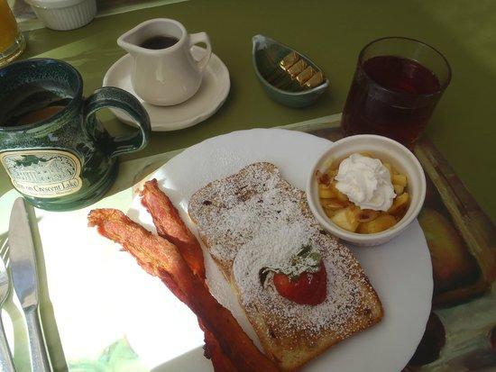 Inn on Crescent Lake: Breakfast 2