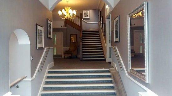 Richmond Hill Hotel: hotel entrance by pembroke room
