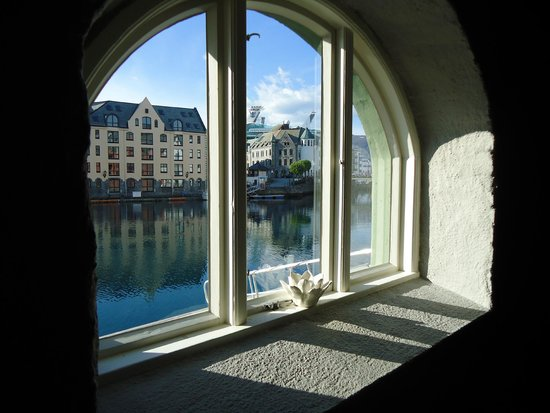 Hotel Brosundet: Uitzicht vanuit de eetzaal