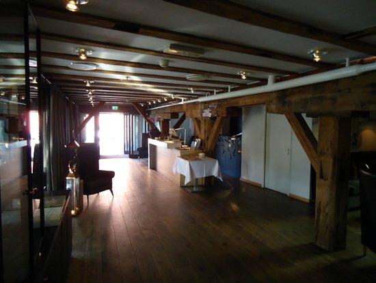 De kamer met prachtige balken plafond bild von hotel brosundet