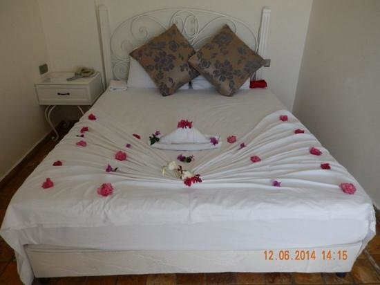 Asfiya Hotel : our bed!!