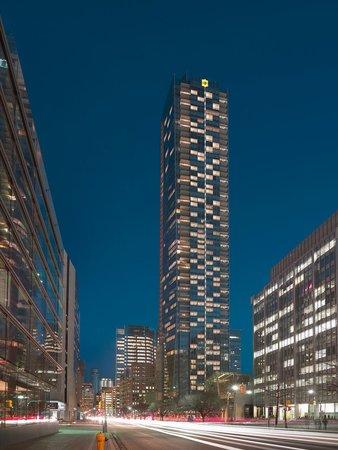 Shangri-La Hotel Toronto: Exterior