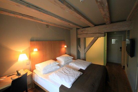 De kamer met prachtige balken plafond foto van hotel brosundet