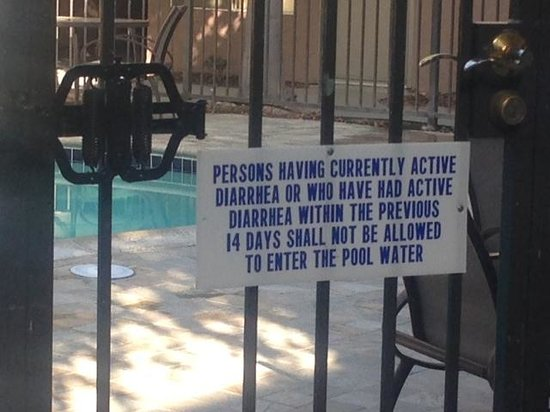 Days Inn & Suites - Sea World/Airport: Pool Warning Sign