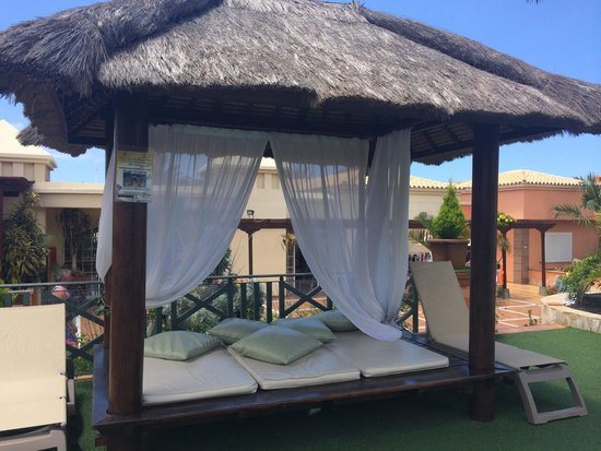 Green Garden Resort & Suites: Beautiful shade by the pool