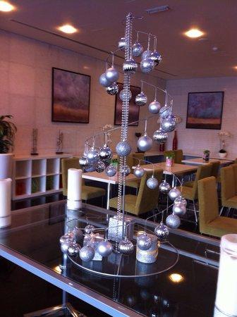 Auris Metro Central Hotel Apartments : Новогодняя елочка 2013-2014