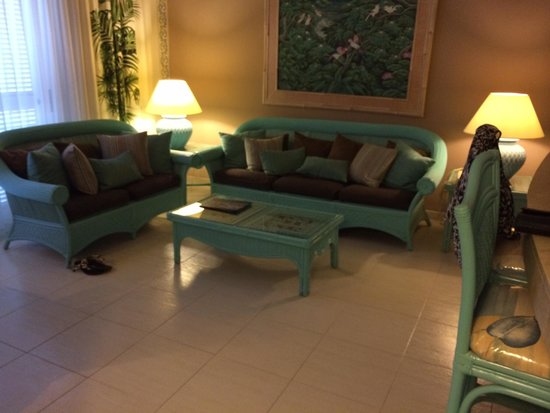 Green Garden Resort & Suites: Living area. Room 5. Very spacious. Balcony & garden. Beautiful apartment.