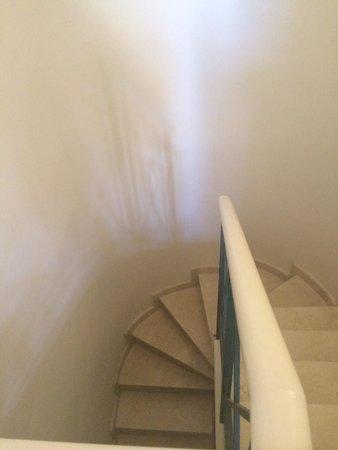 Green Garden Resort & Suites : Staircase down to master bedroom. Room 5.