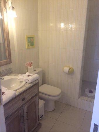 Green Garden Resort & Suites : Bathroom on top floor. Larger bathroom downstairs. Both immaculate. Room 5.