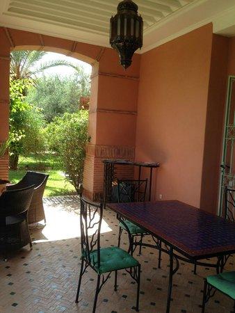 Dar Kantzaro: patio ou l'on prend les repas exterieur
