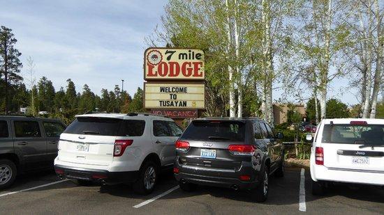 7 Mile Lodge: Enseigne