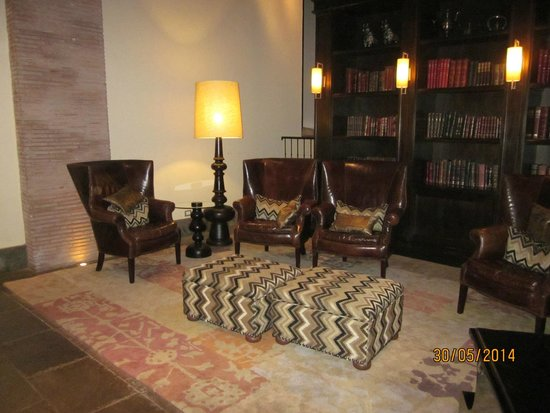 JW Marriott El Convento Cusco : estar y zona piano