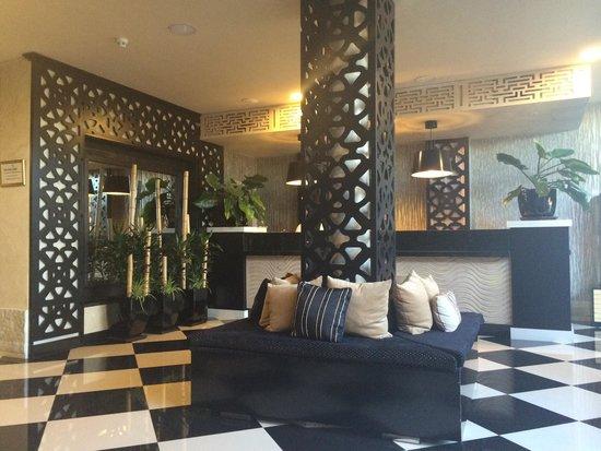 Green Garden Resort & Suites : Immaculate reception.