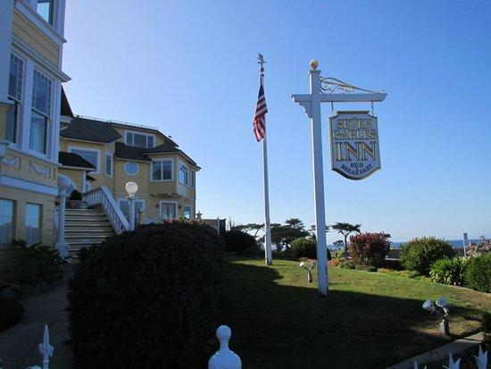 Seven Gables Inn: view of outside