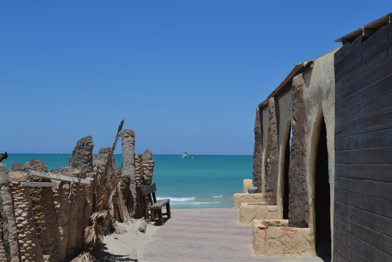 Hotel Cedriana: arrivée à la plage