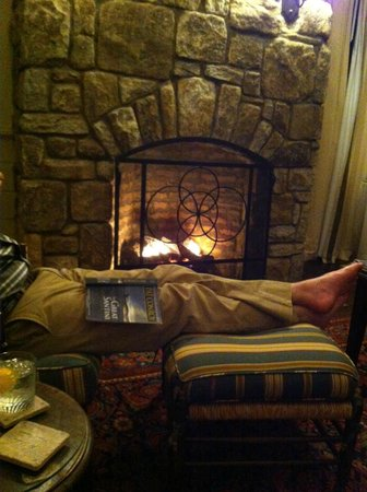 Old Edwards Inn and Spa: Fireplace in Luxury Suite