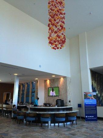 Hotel Indigo Waco - Baylor: Gorgeous open lobby area