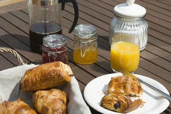 Grand Pailley Bas : Breakfast and plenty of it