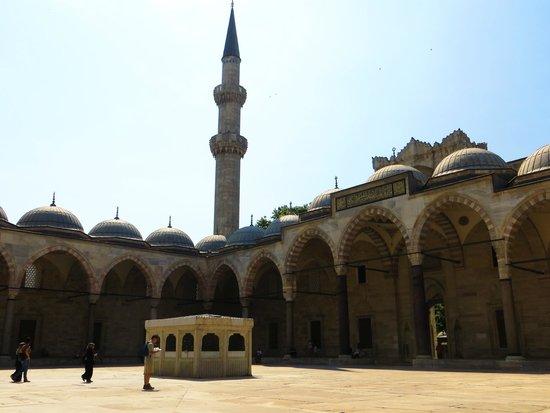 Mosquée Süleymaniye : Мечеть Сулеймание - внутренний двор