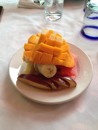 Casa Sirena Hotel: The delicious fruit with every breakfast!