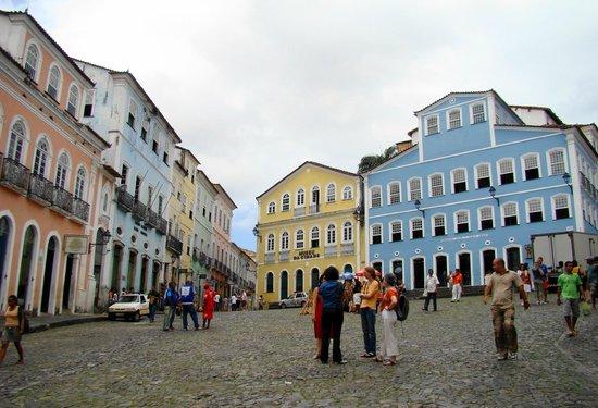 Fundação Casa de Jorge Amado : Fachada: casarão azul