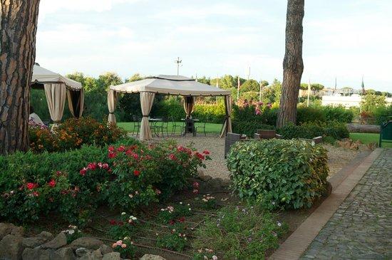 Hotel Selva Candida : Территория отеля