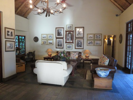 Ilala Lodge: The sitring and resting area to relax in teh lodge.