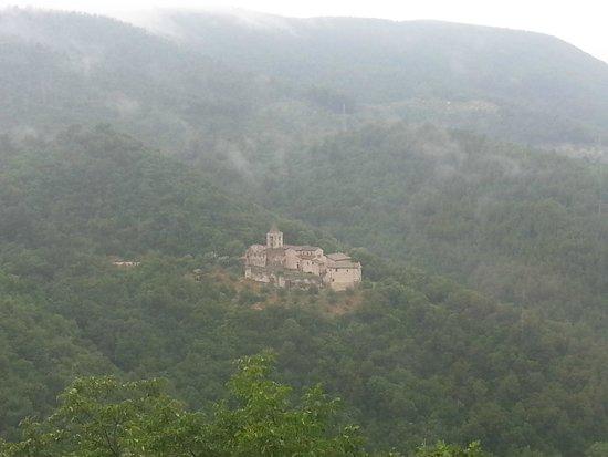 Vista della valle di fronte visibile dall'ingresso di Narni sotterranea