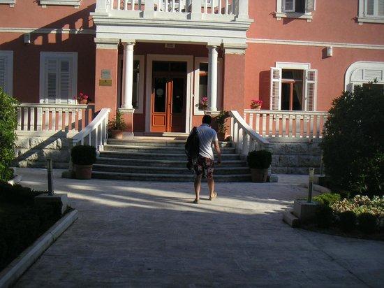 Hotel Zagreb: l'entrée de l'hotel