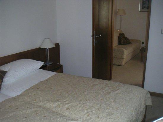 Hotel Zagreb: la chambre et la salle a manger