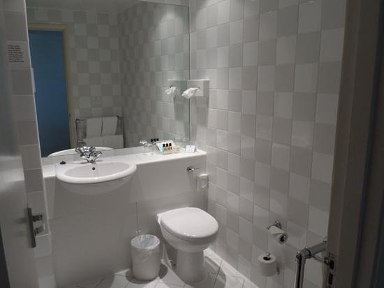 Holiday Inn Hull Marina: bathroom