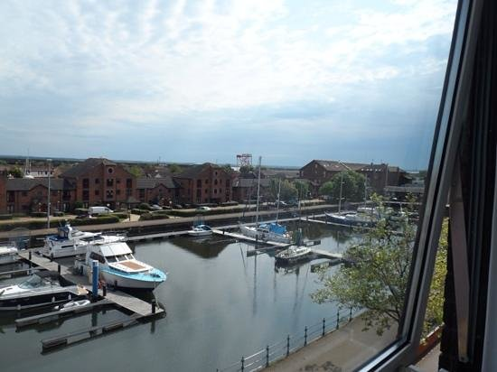 Holiday Inn Hull Marina: another room view