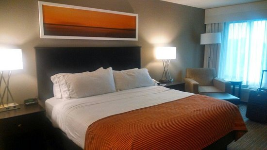 Holiday Inn Express Minneapolis-Minnetonka: Comfortable bed and pillows