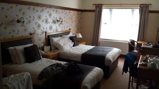 Silver Tassie Hotel & Spa: A room