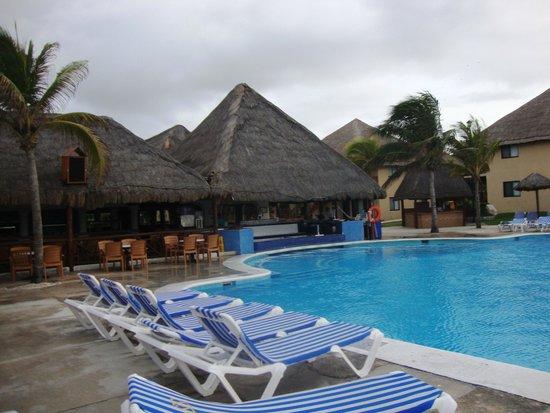 Allegro Playacar : pool view