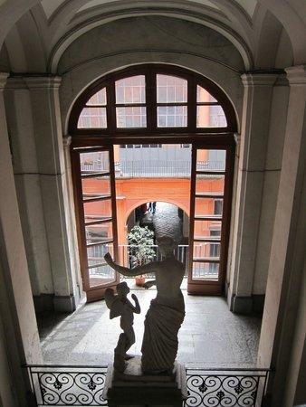 B&B Palazzo Ruffo di Bagnara: Hotel stairs