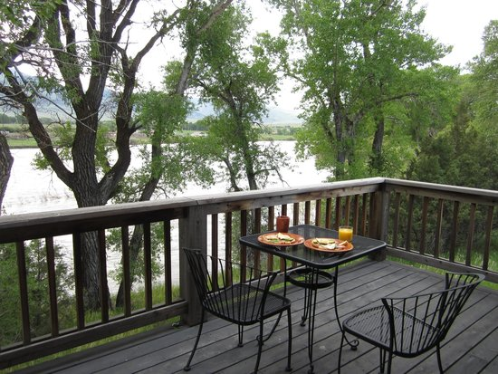 Paradise Gateway Bed & Breakfast: river view from the patio