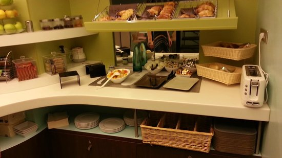 Kyriad Paris - Clichy Centre : photos before adding food :-) It is no so weak offer :-)