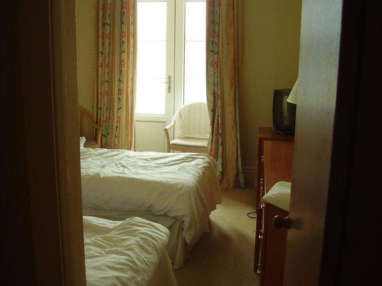 The Grand Hotel - Llandudno: Blick von der Tür ins Twin-Bed-Zimmer