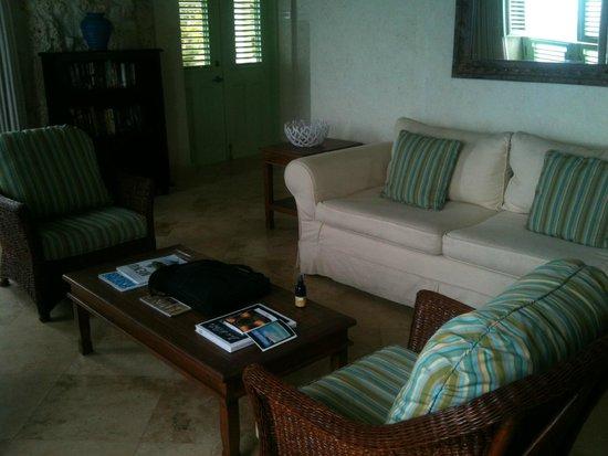 Little Good Harbour: Living room