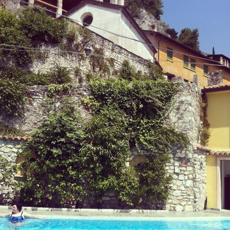 Hotel all`Azzurro: pool on a lovely summers afternoon