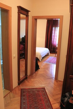 Garni Hotel Andjelika: Partial view of the room from the entrance