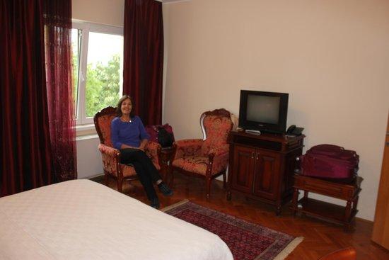 Garni Hotel Andjelika: Small sitting area