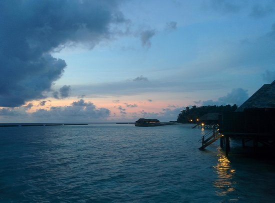 Veligandu Island Resort & Spa : View from the sunset room