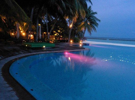 Veligandu Island Resort & Spa : The infinity pool