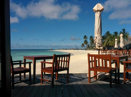 Veligandu Island Resort & Spa : View at breakfast/lunch