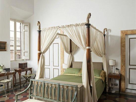 Campo dei Fiori Prestigious Suites: Master Suite