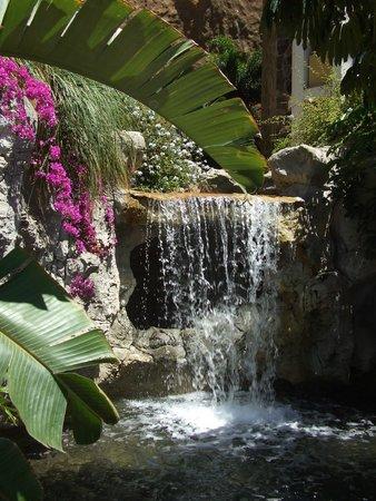 Cordial Mogan Playa: Waterfall by upper pool
