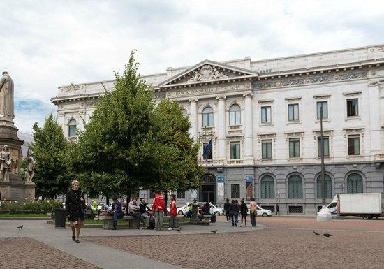 Piazza della Scala: Palazzo della Banca Commerciale Italiana
